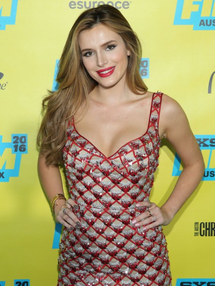 bella-thorne-shovel-buddies-sxsw-premiere-0315-06-420x560
